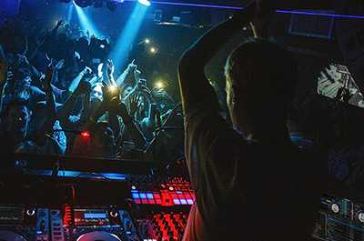 DJ Methods to Create Energy & Captivate Your Audience