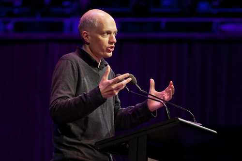 8 things we learned about love from Alain de Botton