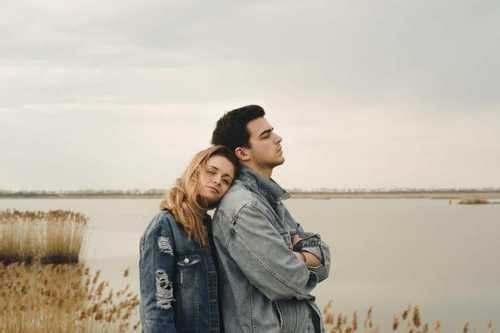 7 Ways To Let Go Of Insecurity In Your Relationship